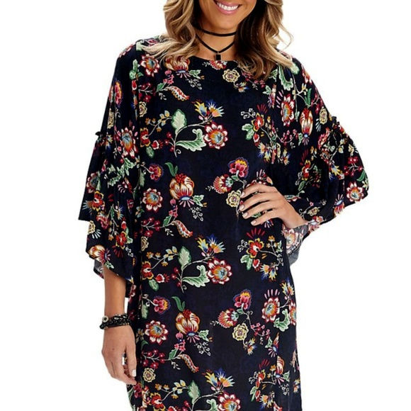 Democracy Dresses & Skirts - Democracy Bell Sleeve Floral Pattern Shift Dress